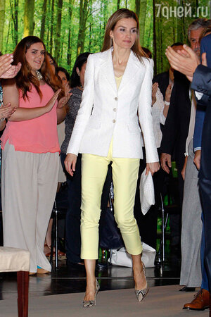 Королева Летисия в туфлях от Carolina Herrera