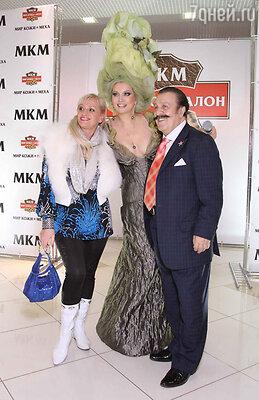 Хозяйка бала появилась в смелом платье модельера Марии Алуевой в образе... липы!