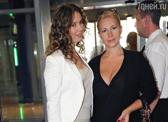 Екатерина Одинцова (справа)