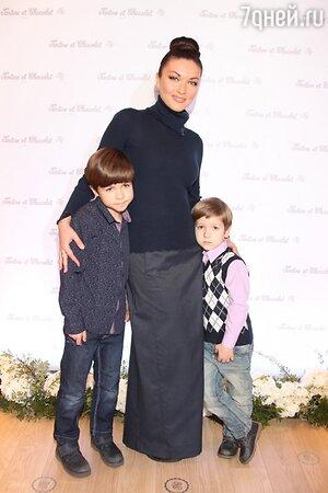 Юлия Такшина с детьми