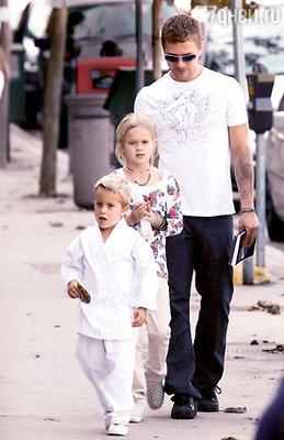 Бывший муж актрисы Райан Филлипп и после развода проводит много времени с Авой и Диконом. Лос-Анджелес, октябрь 2008 г.