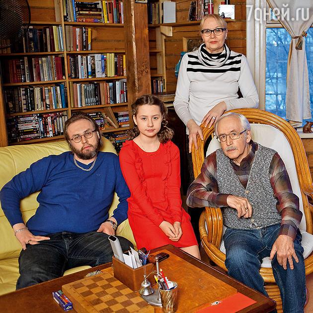 Василий Ливанов с семьей