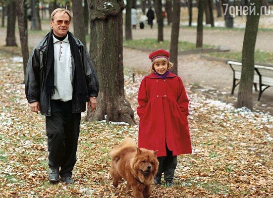 Сережа души не чаял в Оле, а она обожала отца
