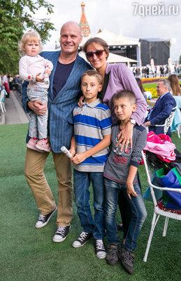 Алексей Кортнев с семьей