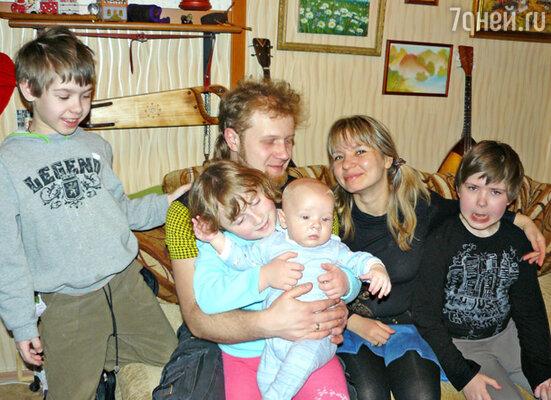 Дизайнер Наталья Новикова с семьей