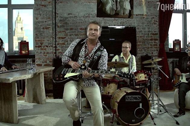 В Сети появился новый клип Леонида Агутина на песню «Насекомова»