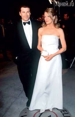 С бывшей женой КимБэйсингер Болдуин расстался в 1999 году. Наоскаровской церемонии незадолго доразрыва