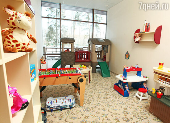 Для самых почетных маленьких гостей создан детский клуб, полный интересных игрушек и развивающих игр, где ребёнок может весело и с пользой провести время.