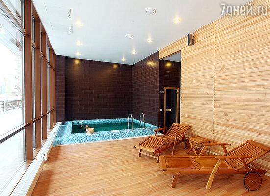 В SPA центре можно посетить ванны Кнайпа, русскую парную, турецкий хамам, финскую и травяную бани, соляную комнату, гидромассажный душ, инфракрасную кабину, косметический кабинет и побаловать себя всевозможными массажами.