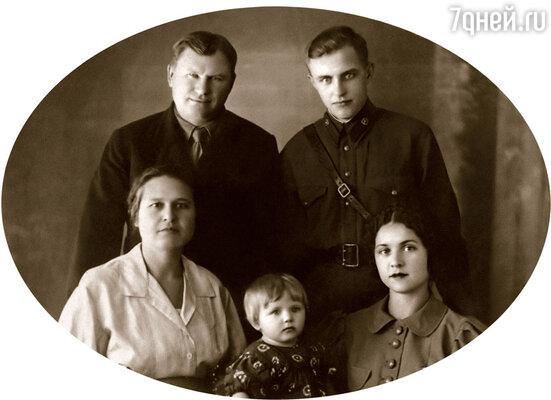 Я с папой, мамой, бабушкой и ее мужем