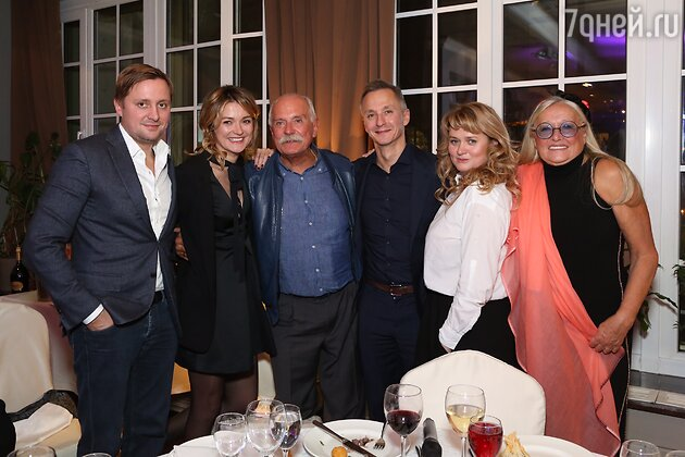 Никита Михалков с супругой Татьяной, детьми Артемом, Надеждой, и Степаном