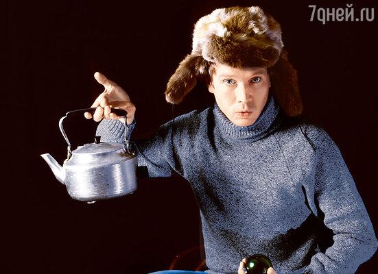 «В общежитии все голодали. Сын рассказывал, как обманывал однокурсника Владимира Машкова. Сварит суп из овощей, а сам говорит: «Это куриный суп. Просто я мясо выловил и съел!»