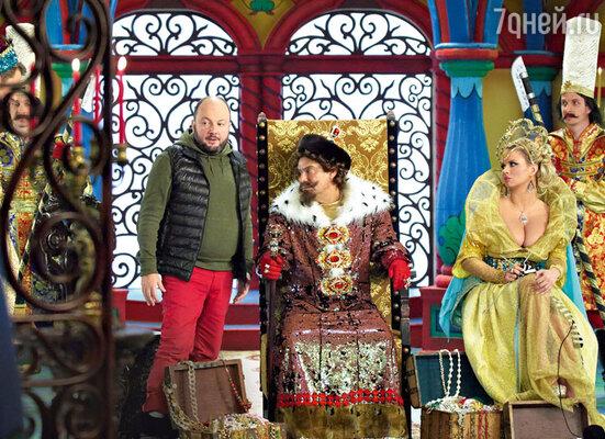 Ефим Шифрин осваивается с ответственной ролью царя. С Анной Семенович иАлександром Игудиным
