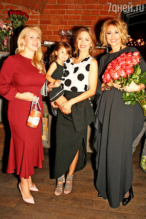 Екатерина Одинцова, Виктория Боня с дочкой Анджелиной, Анжелика Агурбаш