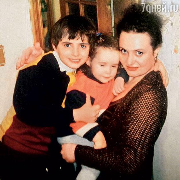 Дмитрий, Даная и Елена Пригожины