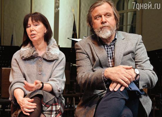 До меня мужем Ларисы был Андрей Эшпай. Сейчас он счастливо женат на актрисе Евгении Симоновой