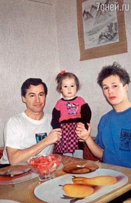 Я познакомил своего сына Максима с Манечкой, он довольно часто бывал у нас дома...