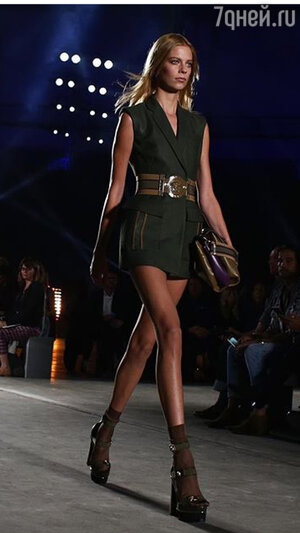 На показе Versace