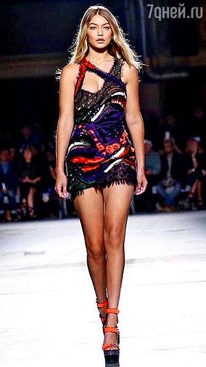 Джиджи Хадид Versace