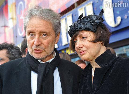 Смехов представляет свою вторую жену как театроведа и коллекционера шляпок