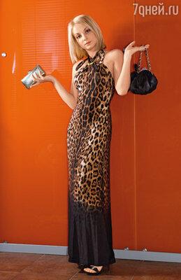 «Повзрослев, я отказалась от огромных «торб», перешла на маленькие сумочки и изящные клатчи: какого бы размера ни была сумка, женщина все равно заполнит ее целиком!»
