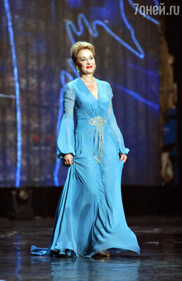 Актриса Лариса Удовиченко - ведущая заключительной части церемонии.