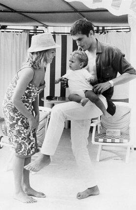 Все газеты и журналы писали о счастливой семейной жизни Алена Делона, его жене Натали и сыне Энтони.  Мирей решила, что такой мужчина ее не устраивает