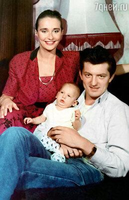 Со вторым мужем Сергеем Максачевым и сыном Георгием