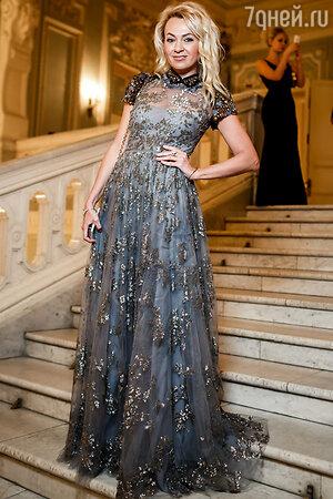 Яна Рудковская в платье от Valentino на Балу дебютанток Tatler