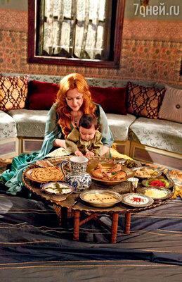 Поклонницы сериала перекрашивают волосы в тициановский рыжий цвет и делятся на форумах рецептами восточных блюд, которые появляются в фильме