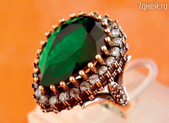 Социологи утверждают, чтоо таком подарке, как«кольцо Хюррем-султан» с изумрудом, мечтает каждая десятая женщина в мире