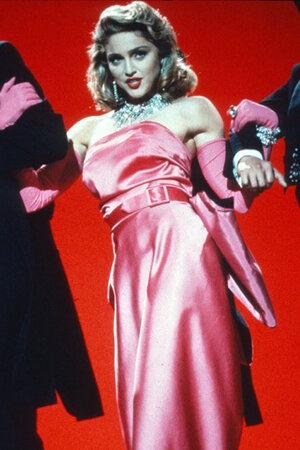 Мадонна в клипе на песню Material Girl