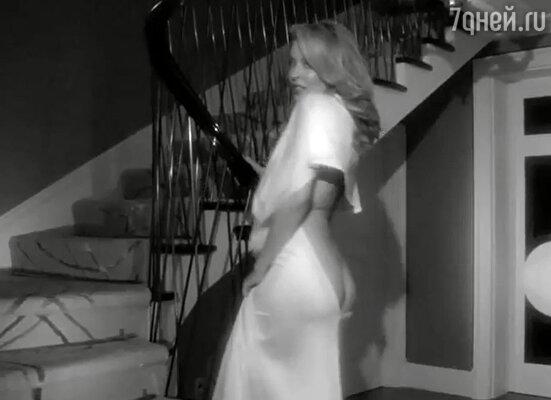 Кадр из клипа Кайли Миноуг