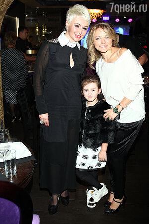 Катя Лель с дочерью Эмилией и Инна Маликова