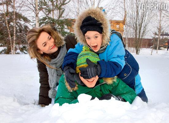 С женой Ольгой и их старшим сыном пятилетним Сашей