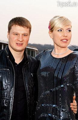 Наталья Рагозина с олимпийским чемпионом по боксу Сашей Поветкиным