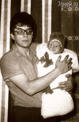 Старший сын с дочкой Леночкой