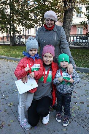 Юлия Пересильд с мамой Ириной Владимировной и дочками Аней и Машей