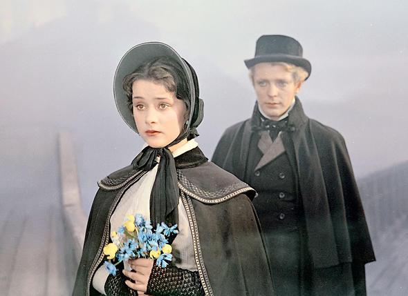 «Для Стриженова, который был на 11 лет старше Люды, этобыло дело принципа. Заметив, чтоПырьев ухаживает за юной актрисой, Олег решил сам сорвать такой цветочек...»