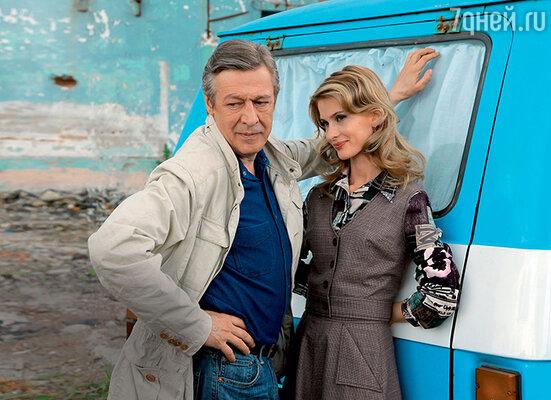 Светлана Иванова и Михаил Ефремов на съемках сериала «Следователь Тихонов»