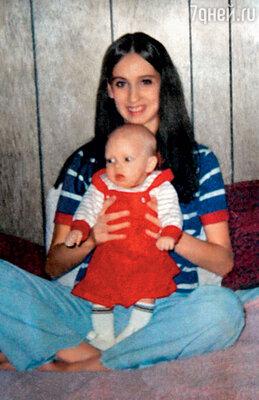 Мать Дебби, официантка, пыталась кое-как тянуть двух маленьких сыновей — Маршалла и новорожденного Натана. Эминем в детстве