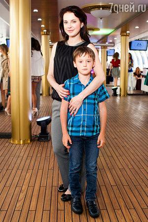 Ирина Слуцкая с сыном Артемом
