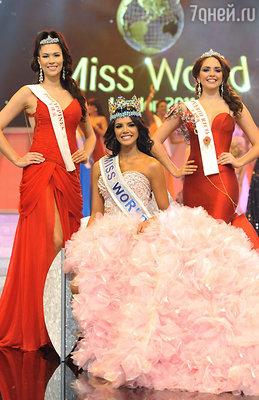 Победительница конкурса «Мисс мира 2011» Ивиан Лунасоль Саркос Колименарес (в центре), «мисс Филиппины» Гвендолин Руэс (слева) и «мисс Пуэрто-Рико» Аманда Виланова (справа)