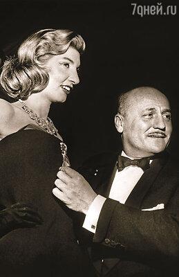 Знаменитый модельер и глава собственного модного дома Пьер Бальмен сделал Нину Дайер звездой своих показов. Бальмен с моделью