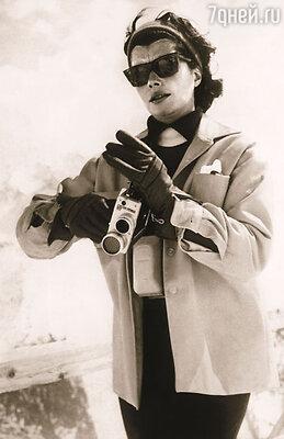 В фотоателье Аркур не видели женщины прекраснее Нины Дайер. Его владелица считала, что Нина с ее экзотической, утонченной красотой даст сто очков вперед любой европейской красавице