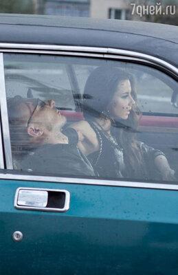 Рома Кенга очень настороженно отнесся к перспективе катания на авто-раритете с безбашенным водителем, но мужская гордость не позволила ему отступить, и с ролью жертвы он справился блестяще