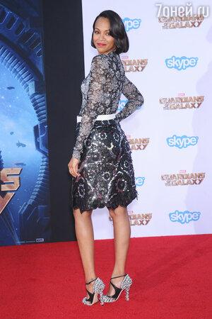 Зои Салдана в платье от Louis Vuitton и босоножках от Jimmy Choo на премьере фильма «Стражи Галактики»