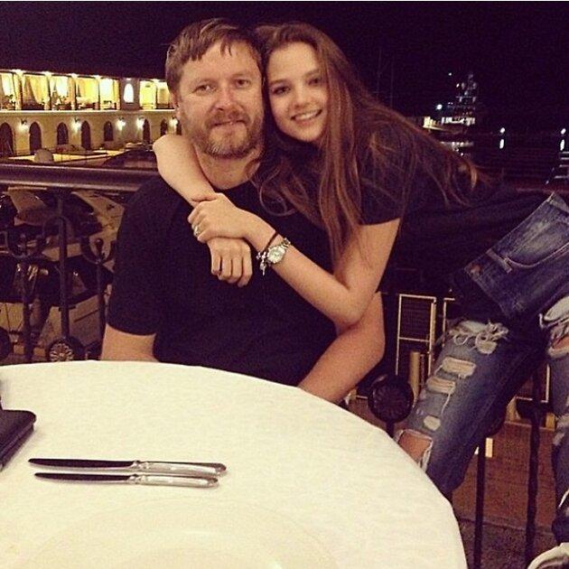 Евгений Кафельников с дочкой Алисой