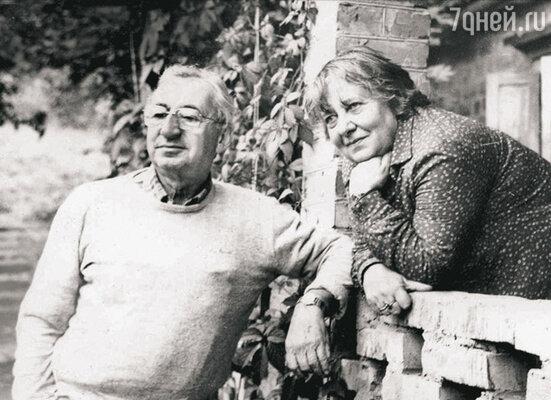 Родители Павла Лунгина. Отец — Семен Львович — был известным сценаристом, мама — Лилианна Зиновьевна — знаменитым переводчиком, подарившим русским детям Карлсона и Пеппи Длинный Чулок. 1990-е годы
