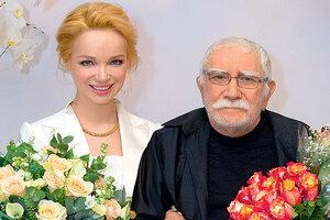 Армен Джигарханян проводит медовый месяц в Испании